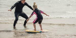 Combien de temps faut-il pour bien apprendre à surfer ?